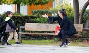 Αλίκη Κατσαβού: Χαλαρές στιγμές με τον γιο της στο Ζάππειο!