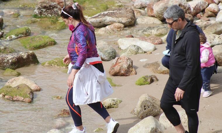 Καψάλης - Παπαρίζου: Με αθλητικό look για περπάτημα στα Νότια!