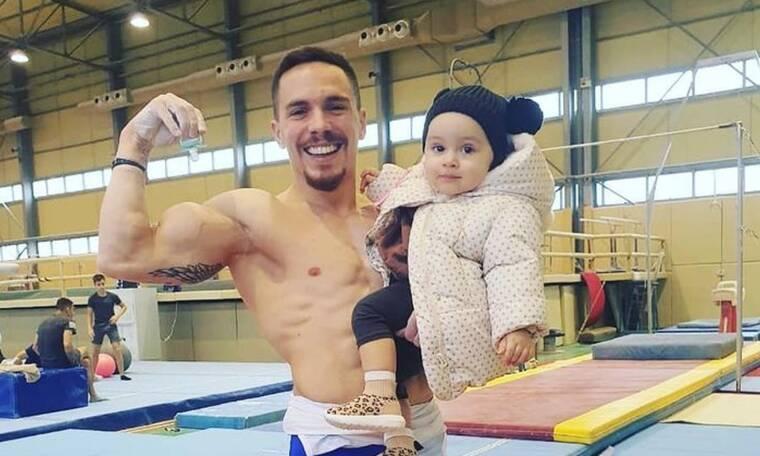 Λευτέρης Πετρούνιας: Με την κόρη του στην παιδική χαρά - Απίθανες φωτο