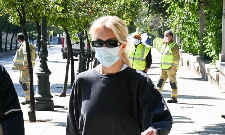 Kατερίνα Καινούργιου: Με κολάν στο κέντρο της Αθήνας για τη γυμναστική της!