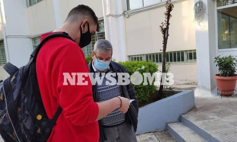 Λύκεια - Ρεπορτάζ Newsbomb.gr: Επιστρέφουν οι μαθητές στις τάξεις - Ο οδηγός για τα self test