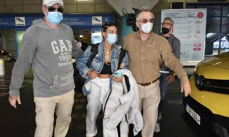 Survivor: Το κυνηγητό των ρεπόρτερ στο αεροδρόμιο για την… Χριστίνα Κεφαλά! (Vid & Photos)