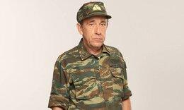 Παρουσιάστε: Όταν ο διοικητής Σκόρδας πουλούσε... hot dog έξω από τα γήπεδα!