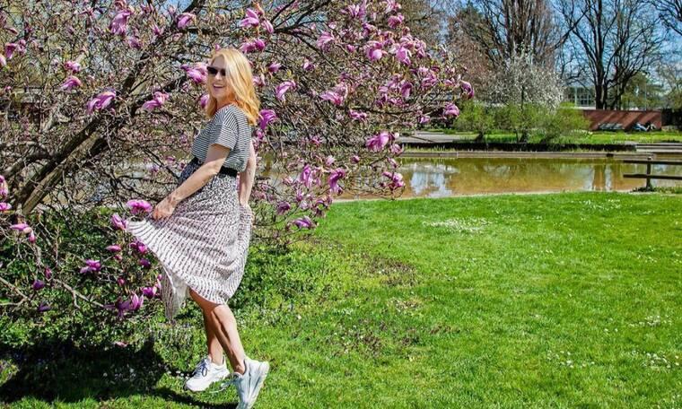 Η Μαρία Ηλιάκη ποζάρει με το στενό λευκό της φόρεμα και είναι πιο όμορφη από ποτέ (photos)