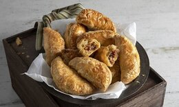 Empanadas με κιμά κοτόπουλο και τσορίθο από τον Ακη Πετρετζίκη