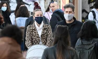 Αλέξανδρος Μπουρδούμης - Λένα Δροσάκη: Βόλτα στην Πλάκα με το μωρό τους!