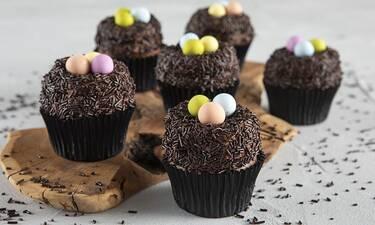 Cupcakes φωλίτσες από τον Άκη Πετρετζίκη