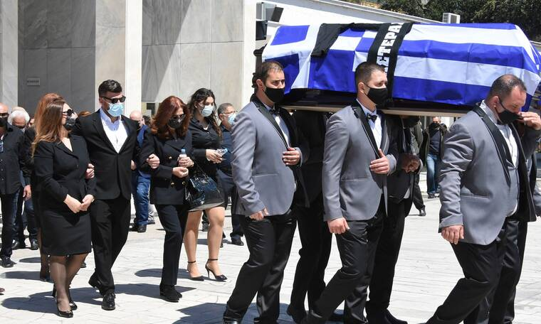 Θρήνος στην κηδεία του Σπύρου Γιατρά - Συντετριμμένη η οικογένειά του