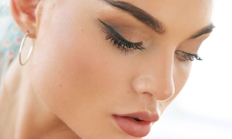 Shopping guide: 10 μαύρα eyeliners που πρέπει να έχεις στο νεσεσέρ σου φέτος το Πάσχα