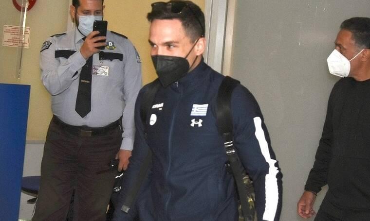 Λευτέρης Πετρούνιας: Επέστρεψε Ελλάδα με το χρυσό μετάλλιο - Έτσι τον υποδέχτηκαν στο αεροδρόμιο