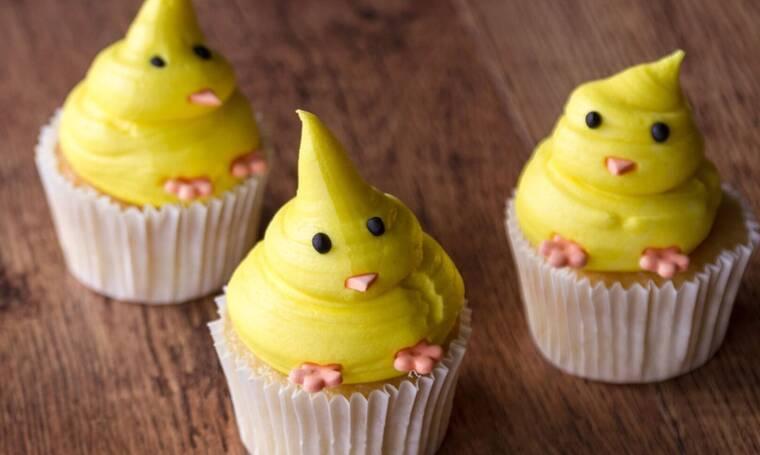 Πασχαλινά cupcakes από τον Άκη Πετρετζίκη