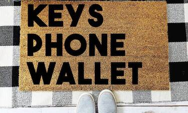 Κλειδιά, κινητό, πορτοφόλι, αντηλιακό! Ο τρόπος που τσεκάρεις αν είσαι οκ για να φύγεις άλλαξε…