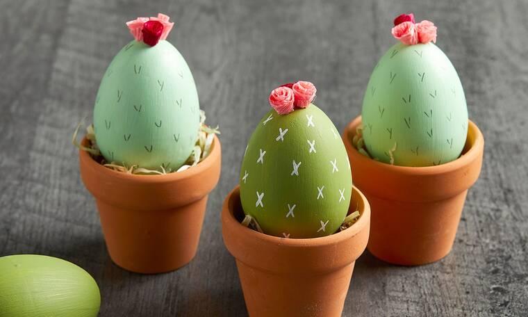DIY ideas: Πώς θα μεταμορφώσεις τα πασχαλινά διακοσμητικά αυγά σε χρωματιστά κακτάκια (photos)