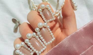 Τα νύχια με πέρλες ταιριάζουν απόλυτα στη σημερινή ημέρα (photos)