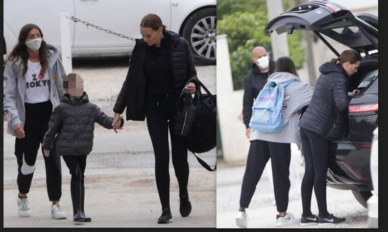 Υβόννη Μπόσνιακ: Η βόλτα με την κόρη της και η απρόσμενη συνάντηση με τον Σκουλό!