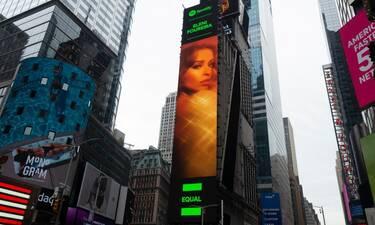 Ελένη Φουρέιρα: Σε billboard στην Times Square - Η πρωτιά που κατάφερε