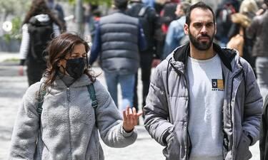 Βαλέρια Κουρούπη: Βόλτα στο κέντρο της Αθήνας με casual στιλ