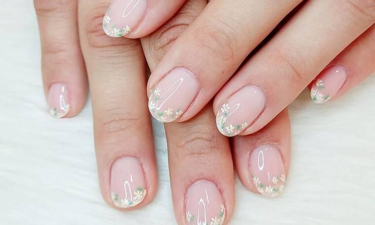 Πασχαλινό nailspiration: 20 nail art με λουλούδια για να διαλέξεις