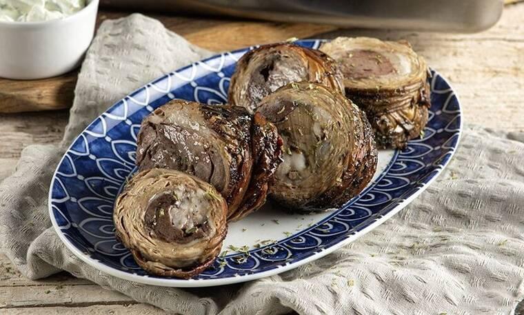 Κοκορέτσι στον φούρνο από τον Άκη Πετρετζίκη!