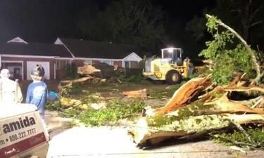 ΗΠΑ: Ανεμοστρόβιλος σάρωσε το Μισισίπι, καταστρέφοντας κτίρια και μεγάλες προκαλώντας ζημιές