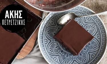 Σιροπιαστή σοκολατόπιτα από τον Άκη Πετρετζίκη!