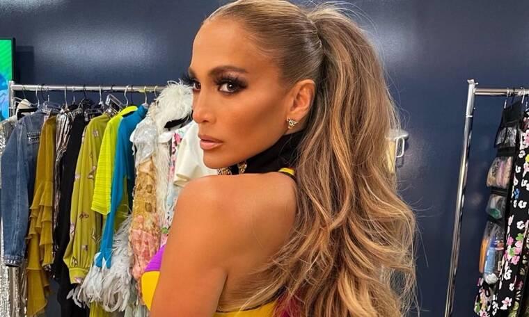 Jennifer Lopez: Εντυπωσιακό το κορμί της μέσα στο φανταστικό mini φόρεμα