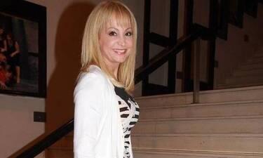 Τέτα Καμπουρέλη: Έκανε το εμβόλιο κατά του κορονοϊού! Πόζαρε αδυνατισμένη και με νέο look!