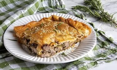 Πίτα με αρνί από τον Άκη Πετρετζίκη