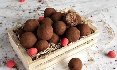 Τρουφάκια με πασχαλινά κουλουράκια από τον Άκη Πετρετζίκη