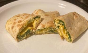 Συνταγή για μαγική ομελέτα Burrito με σπανάκι και λιωμένο τυρί (Γράφει για το Queen.gr η Majenco)