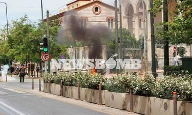 Επεισόδια και μολότοφ στις συγκεντρώσεις για τα εργασιακά στο κέντρο της Αθήνας