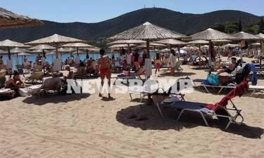 Ρεπορτάζ Newsbomb.gr: «Πλημμύρισαν» οι παραλίες της Αττικής - Αποστάσεις, βουτιές και απολυμάνσεις