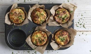 Muffins με γαλοπούλα και αρακά από τον Άκη Πετρετζίκη