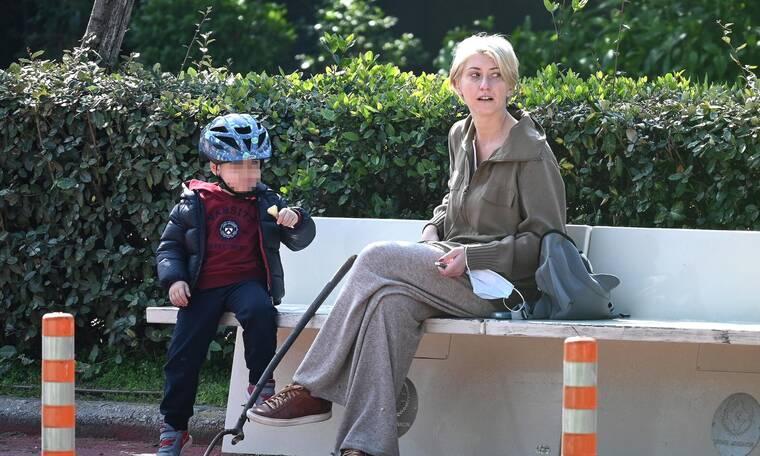 Σία Κοσιώνη: Μαμά και γιος συνδύασαν βόλτα και παιχνίδι στο Ζάππειο!