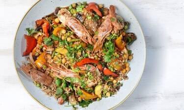 Γαρίδες με καστανό ρύζι από τον Άκη Πετρετζίκη