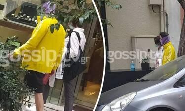 Δημήτρης Κουρούμπαλης: Βόλτα στο Κολωνάκι με βερμούδα και μωβ μπαντάνα! (exclusive pics)