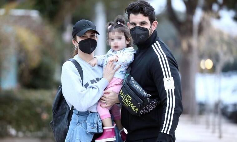 Παύλου-Χατζίδου: Οικογενειακή βόλτα και άφθονο παιχνίδι με την κορούλα τους στη Γλυφάδα!