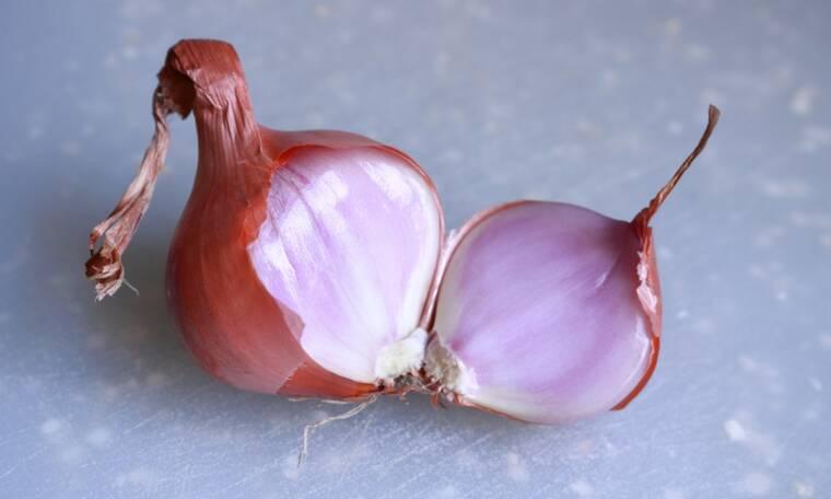 Πώς θα κόψεις το κρεμμύδι χωρίς δάκρυα (το δοκιμασμένο κόλπο)