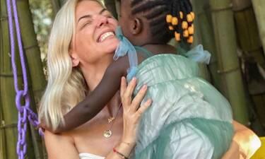 Συγκινεί η Χριστίνα Κοντοβά: Η συγκλονιστική στιγμή που αποχαιρετά την κόρη της στην Ουγκάντα