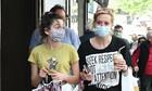 Μαρία Νικόλτσιου: Σπάνιες φωτό - Στο κέντρο της Αθήνας με την κόρη της