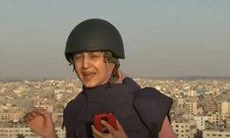 Γάζα: Δημοσιογράφος τρέχει να κρυφτεί γιατί βομβαρδίζεται διπλανό κτήριο ενώ είναι on air (vid)
