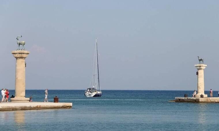 Ρόδος: Έφτασαν οι πρώτοι τουρίστες στο νησί - Ανοίγουν πάνω από 200 ξενοδοχεία