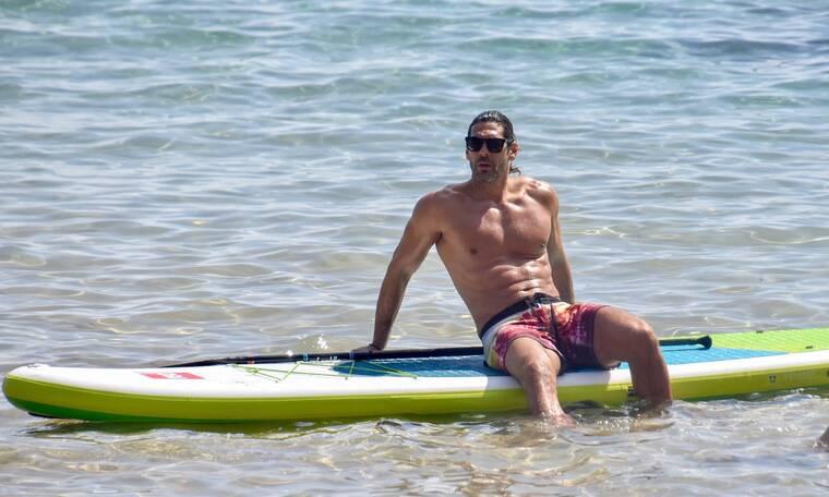 Ο Γιάννης Σπαλιάρας πήγε για SUP… ήρθε το καλοκαίρι!
