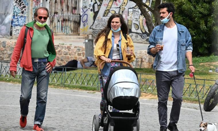 Αυγουστίδης: Η πρώτη δημόσια έξοδος με το μωρό και η σπάνια εμφάνιση του μπαμπά του