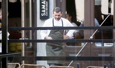 Λεωνίδας Κουτσόπουλος: Δείτε τον γνωστό σεφ εν ώρα διαλείμματος από την κουζίνα του εστιατορίου του!