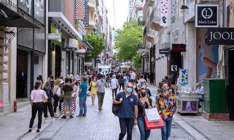 Το πρώτο «ελεύθερο» Σαββατοκύριακο: Κοσμοσυρροή σε λιμάνια και Εθνικές Οδούς - Ψώνια χωρίς SMS