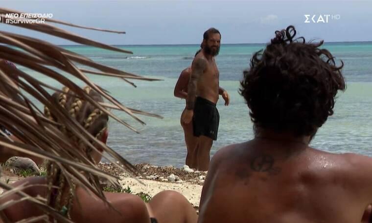 Survivor: Ο Ντάφυ κρυφάκουσε τη συζήτηση για εκείνον και έγινε το έλα να δεις στην παραλία!