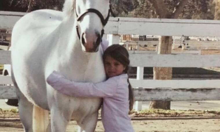 Μπορείς να καταλάβεις ποιο διάσημο μοντέλο είναι το κοριτσάκι της φωτογραφίας;