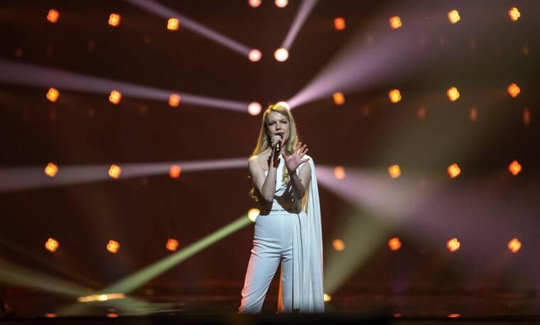 Eurovision 2021 A' Hμιτελικός: Σλοβενία: Μάγεψε με την εμφάνισή της η κούκλα Anna Soklič