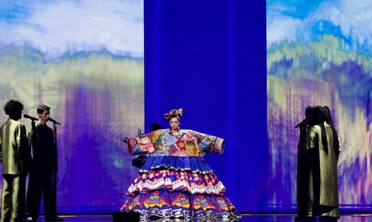 Eurovision 2021 A' Hμιτελικός: Ρωσία: Με παραδοσιακή φορεσιά η Manizha υμνεί τη γυναίκα